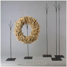 Metallständer mit drei Spitzen mit Bodenplatte H 90 cm