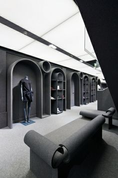 Dutch design pair Rolf Snoeren and Viktor Horsting celebrate the anniversary of their Viktor & Rolf brand by opening a massive Paris flagship store in the arrondissement, at 370 Rue Saint-Honoré. One expects nothing but spectacular from the brand Retail Interior Design, Retail Store Design, Retail Shop, Interior Shop, Retail Displays, Shop Displays, Window Displays, Boutique Design, Boutique Interior