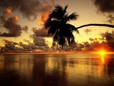 Aitutaki Lagoon at Sunrise Cook Islands [OC] [1600x1200]