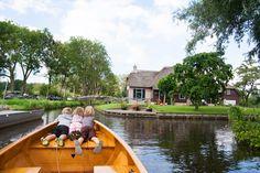 Boat ride through Giethoorn | Plavba Giethoornem