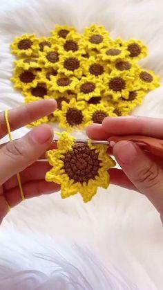 Crochet Flower Tutorial, Crochet Instructions, Crochet Flower Patterns, Crochet Designs, Crochet Flowers, Knitting Patterns, Hexagon Crochet, Macrame Patterns, Crochet Motif