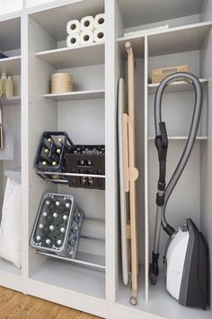 Furniture in the utility room: organizing system in the cupboard – Image 5 - haus.decordiyhome Furniture in the utility room: organizing system in the cupboard Laundry Cupboard, Kitchen Cupboards, Space Kitchen, Kitchen Storage, Utility Cupboard, Laundry In Kitchen, Garage Cupboards, Laundry Room Doors, Pantry Shelving