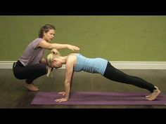 Yoga Therapy for Neck and Shoulders: A great tutorial to activate the muscles around your shoulder blades. Talk about walking around with a perfect posture after this sequence. Sanftes Yoga, Sup Yoga, Yoga Meditation, Yoga Dance, Yoga Videos, Workout Videos, Exercise Videos, Workouts, Yoga Sequences