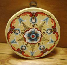 "Vintage Painted German Pennsylvania Dutch Style Painting on Circular Wood 7.25"""