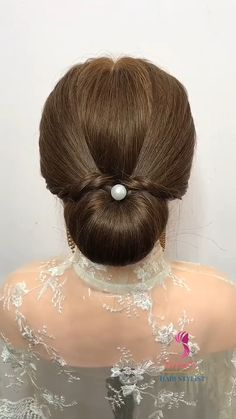 Prom Bun Hairstyles, Easy Bun Hairstyles For Long Hair, Diy Hair Bun, Easy And Beautiful Hairstyles, Easy Prom Hair, Prom Hair Bun, Bridal Hair Buns, Hair Tutorials For Medium Hair, Medium Hair Styles