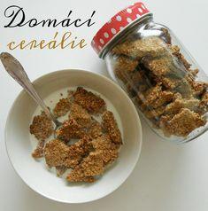 DOMÁCÍ KŘUPAVÉ CEREÁLIE   Ingredience: 220g ovesných vloček 45g kokosu 4 lžíce medu 3 lžíce kokosového oleje 1 lžička perníkového koření nebo prášku do perníku 4 lžíce mléka lžíce skořice špetka soli Postup: Ovesné vločky s kokosem rozmixujeme na jemno, kokosový olej rozehřejeme a smícháme s ostatními ingrediencemi. Vzniklé těsto rozprostřeme na plech vyložený pečícím papírem a uhladíme pomocí … Food To Make, Cereal, Oatmeal, Homemade, Vegan, Cooking, Breakfast, Fitness, The Oatmeal