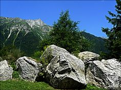pedruscos: esa masa que oculta las montañas by pegatina1, via Flickr
