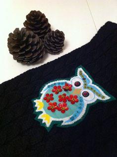 Siyah Atkı, Yün, Kırmızı Çiçekli Baykuş Aplikeli | Hepsi Ev Yapımı