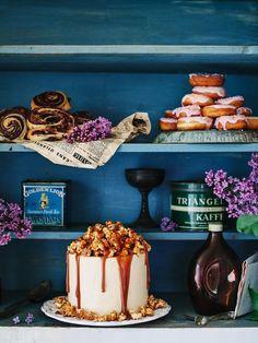 Chocolate Cake with Caramel Buttercream and Crunchy Caramel Popcorn via Call Me Cupcake