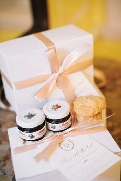 Не знаете, что подарить гостям на свадьбе? Вот несколько интересных идей)    #wedding #bride #flowers #свадьбаВолгоград #свадьбаВолжский #декорнасвадьбу #свадьба #Волгоград #Волжский