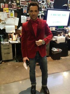 Fashion News, Pictures, and Videos Fashion News, Fashion Trends, Men's Collection, Celebrity Style, Trousers, Men Casual, Leather Jacket, Blazer, Celebrities