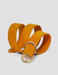 En Stradivarius encontrarás 1 Cinturón ancho hebilla doble por sólo 199  Mexico . Entra ahora y descúbrelo junto con más Cinturones. 5b7017f3be5c