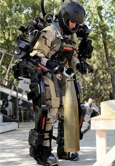 XOS 2 Exoskeleton the Raytheon Sarcos improved. #cobot #robotics #technology