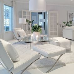 Get inspired to decorate your ultra modern home with more than ten beautiful all white and clean decor ideas. Living Room And Dining Room Decor, Elegant Living Room, Rooms Home Decor, Home Living Room, Living Room Furniture, Living Room Designs, Cheap Patio Furniture, Contemporary Decor, Home Decor Accessories
