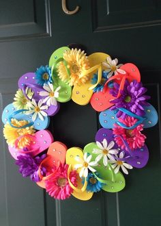 This Flip Flop Wreath will make you smile 😊😊 How To Make Wreaths, Crafts To Make, Fun Crafts, Crafts For Kids, Wreath Crafts, Diy Wreath, Wreath Ideas, Mesh Wreath Tutorial, Holiday Wreaths