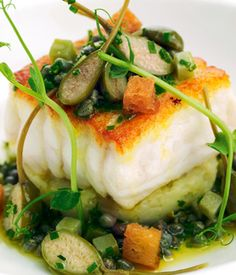 Nadire Atas on Foodie Journey Pan-roast fillets of Dover sole with crab-crushed Jersey Royals and sauce grenoble Sole Fillet Recipes, Sole Recipes, Fish Recipes, Seafood Recipes, Cooking Recipes, Great British Chefs, Crab Meat, Fish Dishes, Fish And Seafood