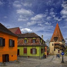 Sighisoara, Romania (photo by George Nutulescu) Site History, Medieval Houses, Places Of Interest, Future Travel, Eastern Europe, Old Town, Beautiful World, Places To See, Architecture Design