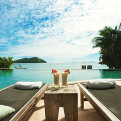 If you could teleport tag someone you'd take with you to enjoy this scene. #beach #tropical #paradise #travel #drinks #pool #infinitypool #vacation #itravel2000 #wanderlust #poolside #travelgram #instatravel