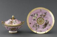 Bouillon couvert et plateau. Manufacture Locré. XVIIIe siècle. Réunion des Musées Nationaux-Grand Palais -LIMOGES