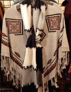 Cream patterned short poncho with a tri color knitted scarf - Zebop Shop