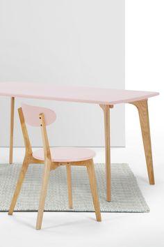 Fjord Esszimmerstühle in Eiche und Zartrosa. Skandi-Design-Masterclass.  Die…