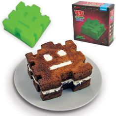 Space invader cake mould