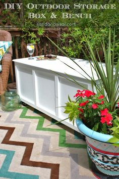 Learn how to make a rolling DIY outdoor storage box / bench for your patio or deck with this step by step tutorial. It is designed to be made from one sheet of plywood. Use it as extra seating and fill it with your patio cushions. Outdoor Projects, Diy Projects, Backyard Projects, Diy Design, Modern Design, Diy Storage Boxes, Storage Trunk, Storage Ideas, Bench Storage