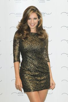 Kelly Brook helps to launch the New Look store in LondonYou can find Kelly brook and more on our website.Kelly Brook helps to launch the New Look store in London Kelly Brook Style, Kelly Brook Hot, Kelly Reilly, Angela Simmons, Victoria Dress, Lingerie Models, Beautiful Actresses, Sexy Dresses, Dress To Impress