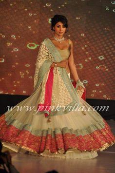 Shriya Saran walks for Manish Malhotra - Lilavati Girl Child Show | PINKVILLA