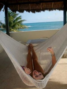 So we hunt down these 15 DIY crochet hammock patterns for you so that you can get one easily at home and enjoy saving a lot of your money on the market bo Hammock Beach, Diy Hammock, Hammock Swing, Hammock Chair, Beach Bum, Hammocks, Hammock Ideas, Crochet Hammock Diy, Crochet Diy