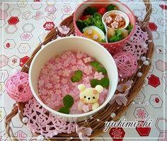Waiting sakura bento Japanese Food Art, Japanese Dishes, Japanese Sweets, Bento Kawaii, Desserts Japonais, Bento Recipes, Bento Ideas, Kawaii Cooking, Kawaii Dessert
