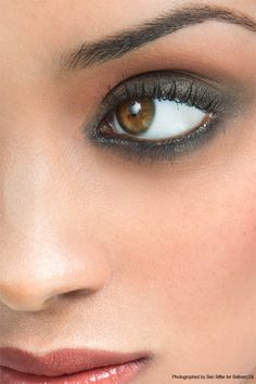 Amazing Smokey Black look! I would love to wear my eye shadow likes this! #SephoraSweeps