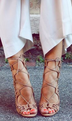 How to Chic: NUDE PEEP TOE SANDALS