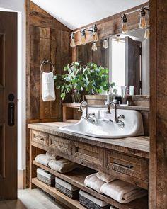Lodge Bathroom, Rustic Master Bathroom, Cabin Bathrooms, Rustic Bathroom Designs, Rustic Bathrooms, Dream Bathrooms, Small Bathroom, Bathroom Kids, Rustic Bathroom Fixtures