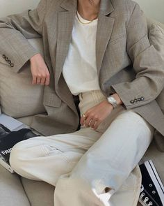 Le Fashion: Make This Outfit Your Work-From-Home Uniform White Jeans Outfit, Denim Outfit, Blazer Outfits, Daily Fashion, Girl Fashion, Fashion Outfits, Fashion Basics, Runway Fashion, Fashion Trends