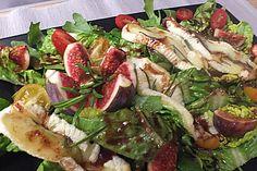 Bunter Salat mit gratiniertem Ziegenkäse, Feigen und einem…