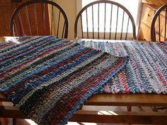 Rugs: A Delta Folk Art DIY Woven Rug and Loom, never again will I pass up faded fabrics at yard sales and thrift stores.DIY Woven Rug and Loom, never again will I pass up faded fabrics at yard sales and thrift stores. Rug Loom, Loom Weaving, Hand Weaving, Fabric Crafts, Sewing Crafts, Diy Crafts, Scrap Fabric, Tricot Simple, Tshirt Garn