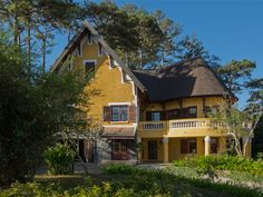 Post with 1 views. Resort Spa, Old Town, Colonial, Beautiful Places, Villas, Cabin, Dalat Vietnam, House Styles, City