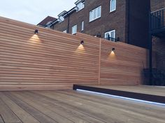 This small town garden in Tunbridge Wells has had a complete makeover by Box Clad using Red Grandis cladding and Kebony decking. Back Garden Design, Backyard Garden Design, Backyard Fences, Patio Design, Backyard Landscaping, Wood Fence Design, Modern Fence Design, Privacy Fence Designs, Fence Lighting