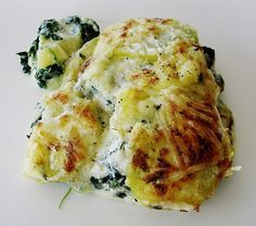Kartoffelauflauf mit Spinat und Käse Potato casserole with spinach and cheese, a great recipe from the vegetables category. Spinach Benefits, Benefits Of Potatoes, Potato Casserole, Casserole Dishes, Great Recipes, Healthy Recipes, Good Food, Yummy Food, Cooking Dishes
