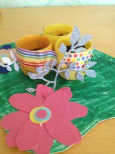 Lavoretto di Pasqua per bambini piccoli - Un Lavoretto divertente e colorato: il centrotavola che fiorisce a Pasqua