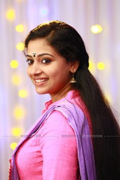 Anu Sithara, the beautiful Malayalam actress. Doesn't she resembles actress Parvathy? Here are 16 of the worlds best photos of Anu Sithara Beautiful Girl Indian, Most Beautiful Indian Actress, Beautiful Actresses, Black Hair With Highlights, Hair Highlights, Beauty Full Girl, Beauty Women, India Beauty, Asian Beauty