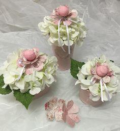Allestimento con fiori, scrap e marshmallow