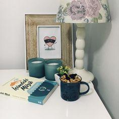 Book and yummy food😋   #book #bookstagram #içimdekimüzik #music #candle #unicorn #booklove #crystal