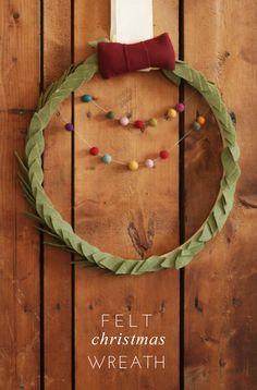 DIY Felt Christmas Wreath - See more beautiful DIY Chrsitmas Wreaths at DIYChristmasDecorations.net!