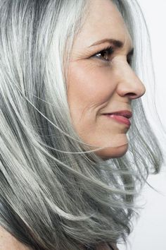 Mature woman with silvery, grey hair in front of a white background. Long Gray Hair, Grey Wig, Silver Grey Hair, Salt And Pepper Hair, Natural Hair Styles, Long Hair Styles, Pretty Hairstyles, Gray Hairstyles, Scene Hairstyles