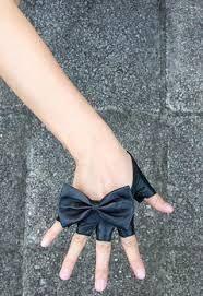 Fingerless bow gloves