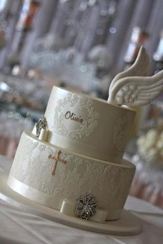 I love all the beautiful details in this First Holy Communion Table by Trouli Graphics and how the theme flows through the invitation to the table, the cake and the backdrop. Comunion Cakes, First Holy Communion Cake, Confirmation Cakes, Baptism Cakes, Religious Cakes, Baptism Party, Baptism Ideas, Girl Christening, Girl Cakes