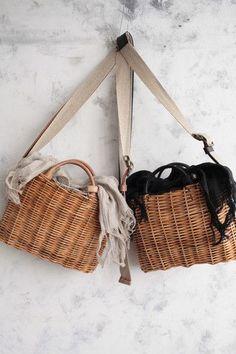 """""""籐のバスケット""""(C)エバゴス ***please don't remove… Back Bag, Summer Bags, Casual Bags, Knitted Bags, Sisal, Clutch Wallet, Fashion Bags, Straw Bag, Bag Accessories"""