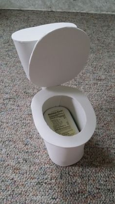 American Girl Doll Crafts and Fun!: Craft: Make a Toilet for Your Doll American Girl Doll Crafts and Fun!: Craft: Make a Toilet for Your Doll American Girl House, American Girl Crafts, American Dolls, American Girl Accessories, Doll Accessories, Crafts For Girls, Diy For Girls, Ag Doll House, Doll Houses